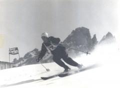 Bernard Perret - Fort Slalomeur : 8ème aux championnats du Monde en 1954 et 7ème en 1958. Sélectionné pour les JO de Cortina en 1956 il obtiendra la 7ème place.