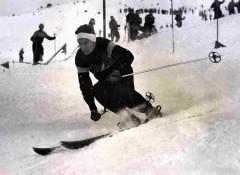 Bernard Perret - Fort slalomeur, il accumule les 1ères places aux championnats de France junior et senior.